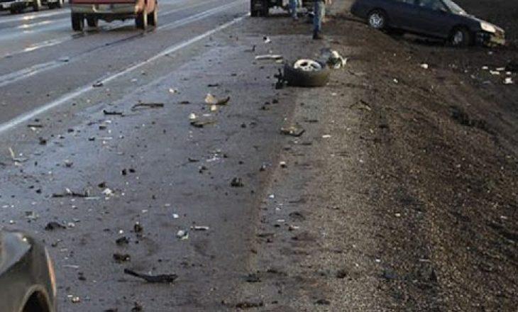 Tre të lënduar gjatë një aksidenti trafiku në Komoran