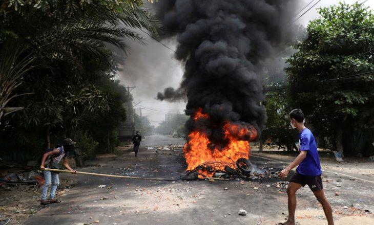 Nga shpërthimi i një bombe në Mianmar, vritet një deputet dhe tre persona tjerë e mes tyre tre policë