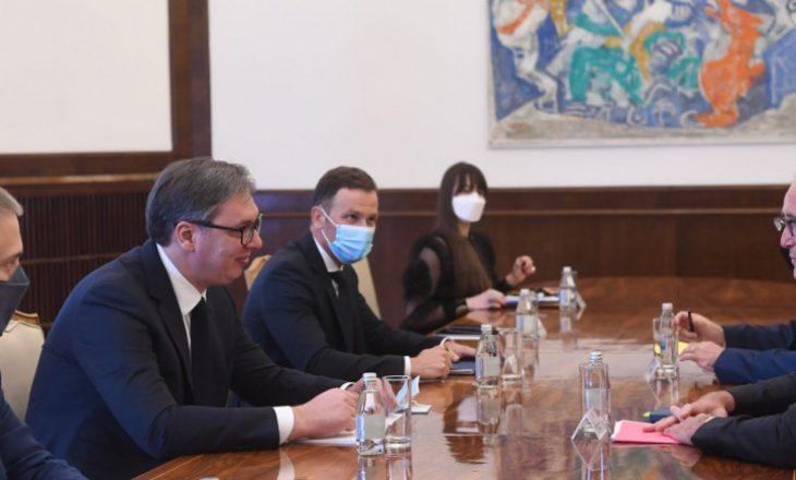 Vuçiq i gatshëm për kompromis lidhur me dialogun Kosovë-Serbi