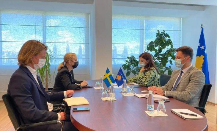 Haxhiu takohet me ambasadoren e Suedisë në Kosovë