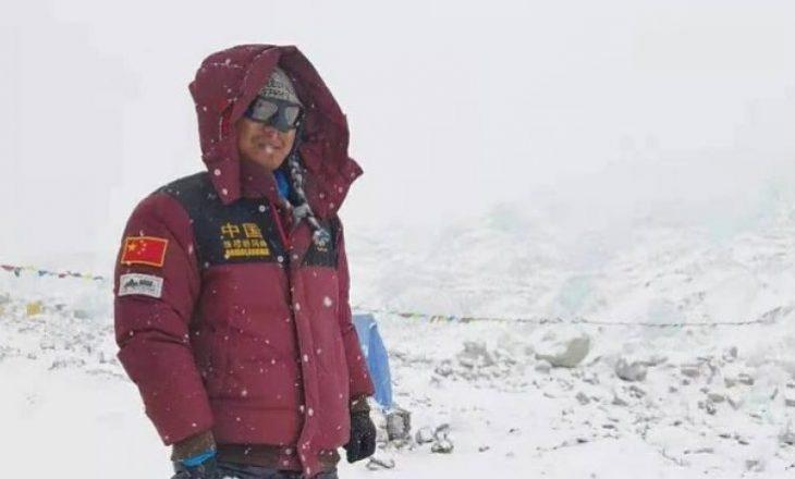 Kinezi i verbër arrin të ngjitet në Mont Everest, tregon nga kush u frymëzua