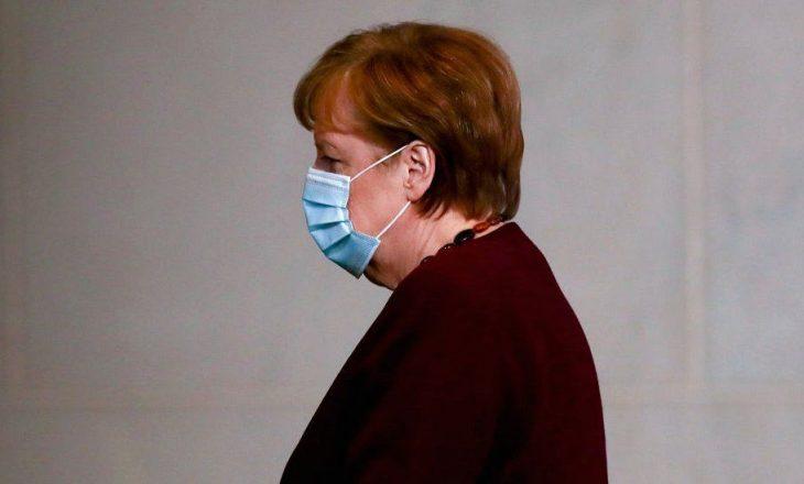 Merkel merr dozën e dytë të vaksinës