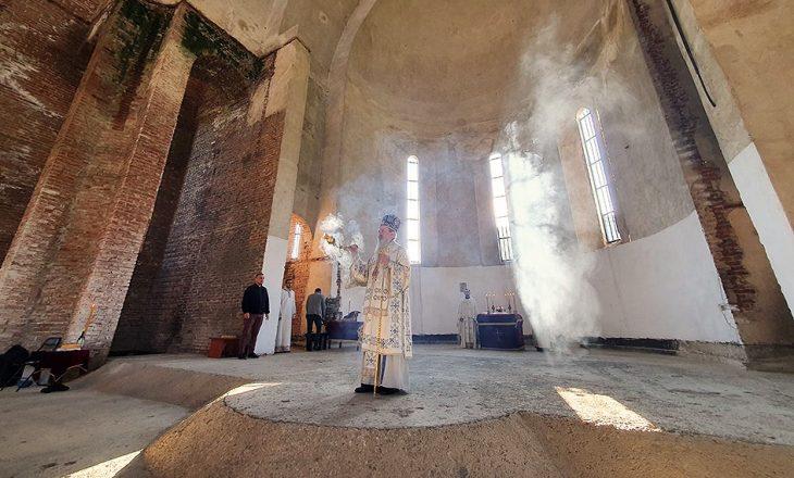 Për herë të parë pas luftës, mbahet liturgji në kishën ortodokse brenda oborrit të UP-së