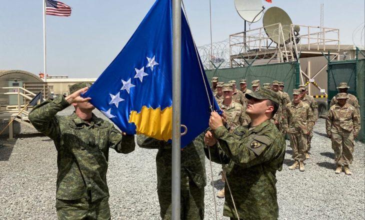 Flamuri i Kosovës ngrihet për herë të parë në misionin paqëruajtës të FSK-së në Kuvajt