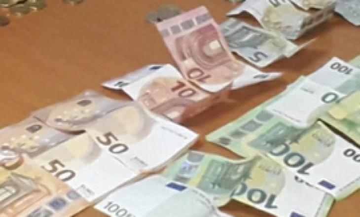 """""""Lëmoshëkërkuesit"""", ndalohet 83 vjeçari në Ferizaj, konfiskohen 1 mijë e 150 euro"""