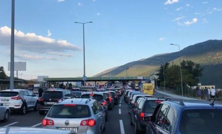 Edhe këtë të diel mijëra kosovarë drejt bregdetit