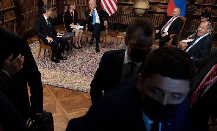 Incident mes gazetarëve amerikanë dhe atyre rusë në takimin Biden-Putin