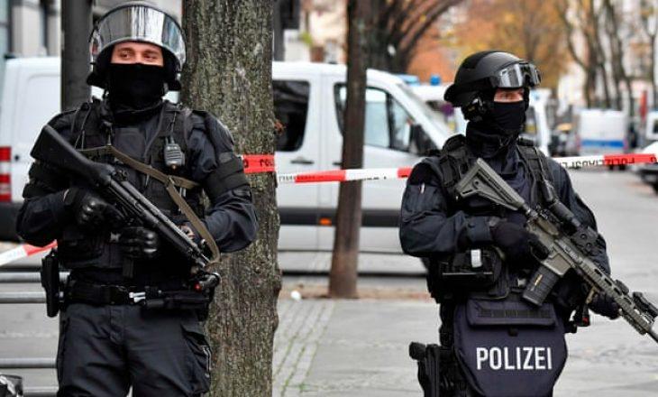 Tre të vdekur e gjashtë të plagosur nga sulmi me thikë në Gjermani