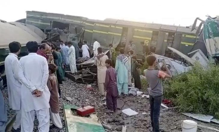 35 të vdekur nga përplasja e dy trenave në Pakistan