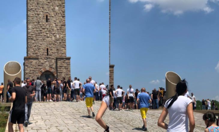 Serbët mblidhen për të festuar Vidovdanin – Policia dhe KFOR-i mbajnë rendin