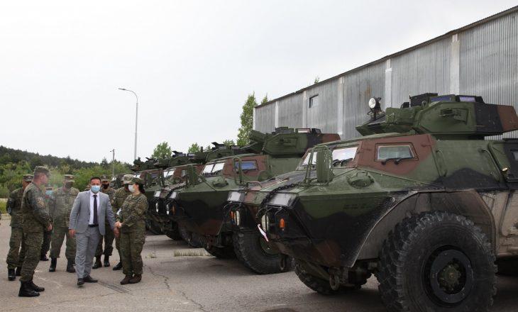 Ambasada ruse në Washington i reagon ShBA-së pasi i dhuroi autoblinda FSK-së