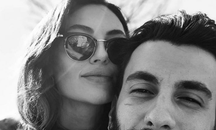 Bertan Asllani na prezanton me të dashurën e tij, aktoren turke