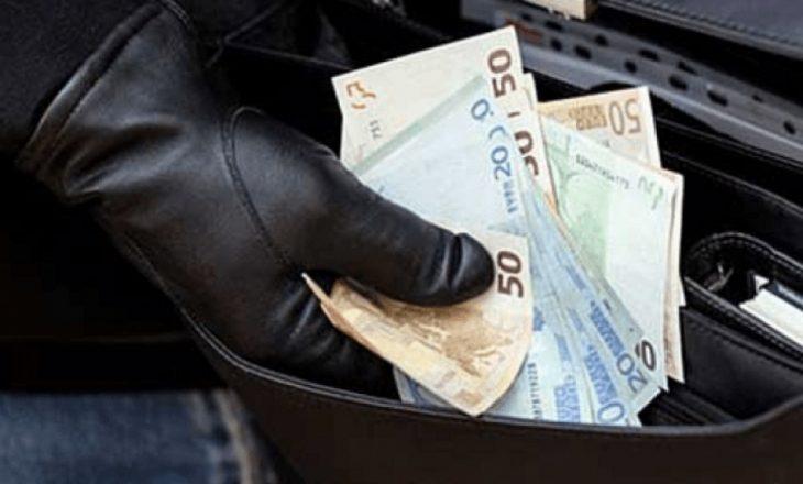 Vidhet çanta me armë, para e dokumente personale në Prishtinë