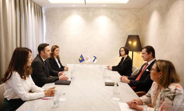 Abdixhiku takon nënsekretarin e Finlandës, flasin për dialogun Kosovë-Serbi dhe vizat
