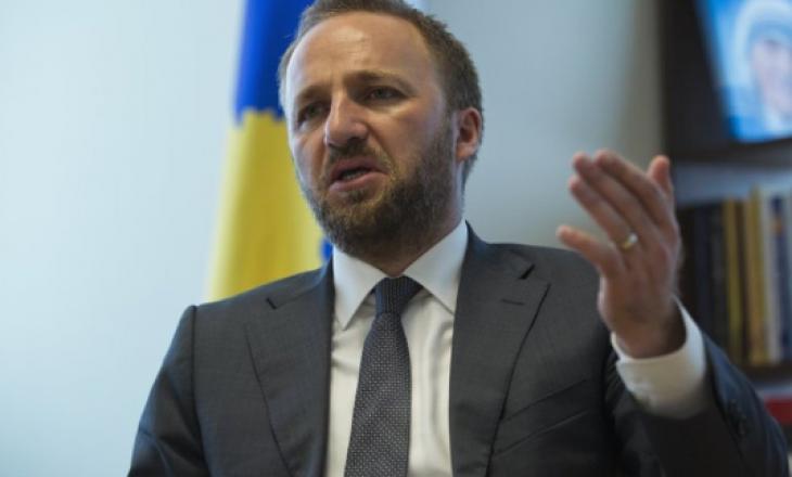 """Tahiri: Qeveria Kurti ia gjeti çelësin """"Kishës së Millosheviqit"""" si dhuratë për Vuçiqin"""