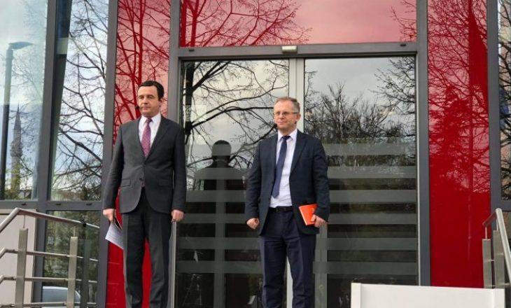 Kurti dhe Bislimi nisen për në Bruksel për takim me Vuçiqin
