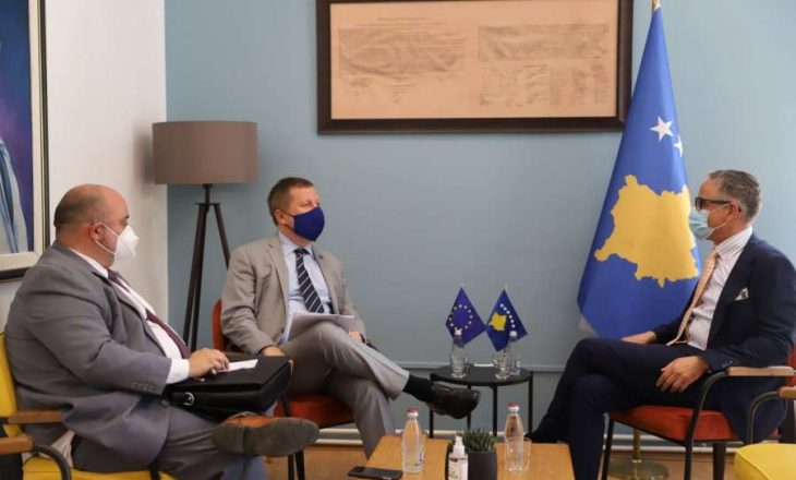 Vitia i shpreh shqetësim shefit të BE-së për mos përfshirjen e Kosovës në listën e udhëtimeve