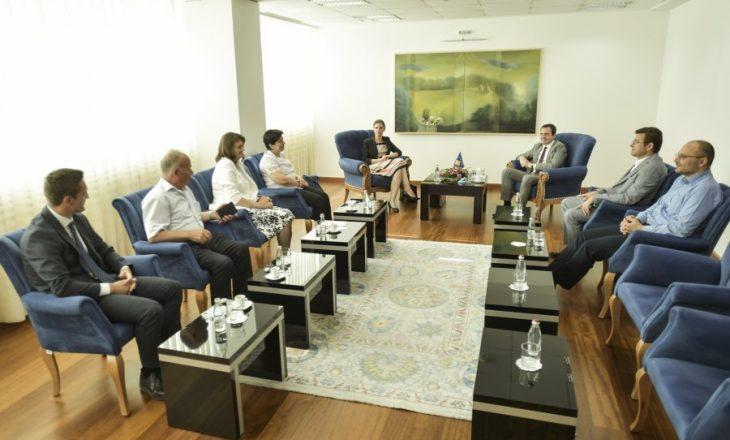"""Kurti – Bordit të """"Ibër-Lepencit"""": Ndërmarrjet të sigurojnë dividentë për buxhetin e shtetit"""