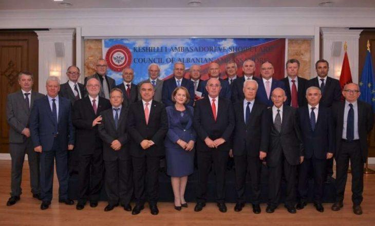 Ambasadorët shqiptarë kërkojnë nga Lajçak të vetëpërmbahet nga qëndrimet emocionale në dialog