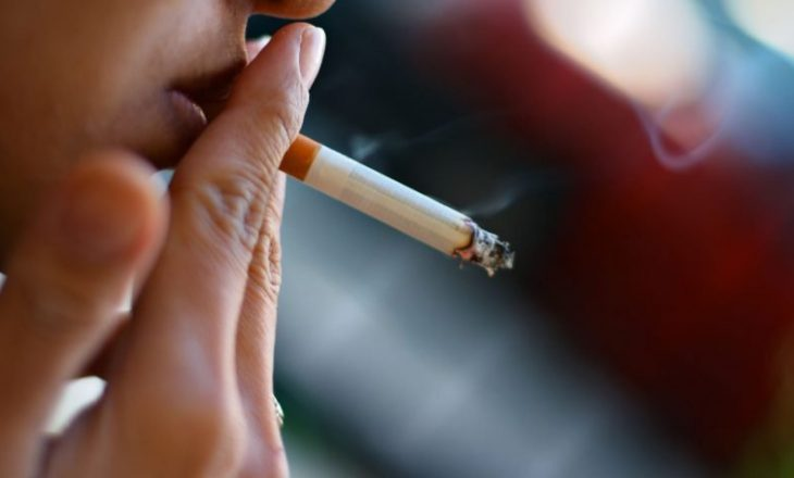 Deputetët anglezë kërkojnë që cigaret të mos shiten për persona nën 21 vjeç