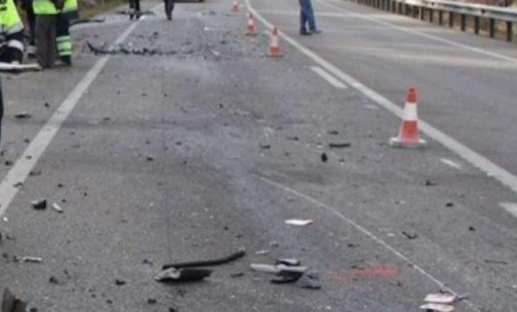 Aksident mes një veture e kamioni, lëndohen dy persona