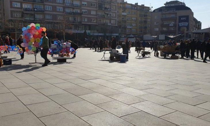 Rritet numri i shitësve ambulantë në sheshet e Prishtinës, ekipe të veçanta të inspektorëve i mbikëqyrin