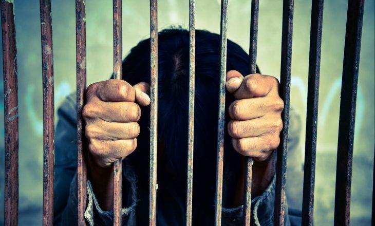 Mbi 1 mijë e 600 të pafajshëm u dërguan në burg