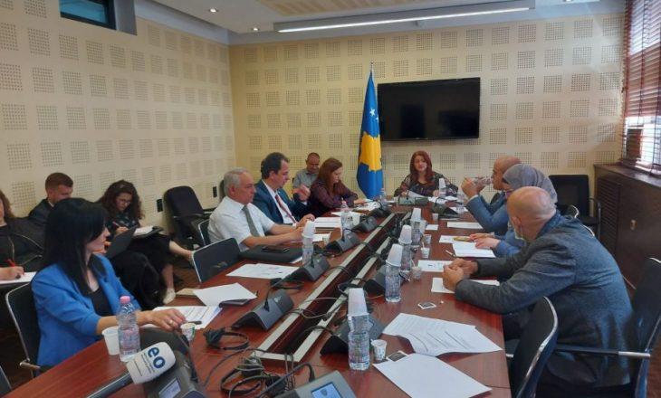 """Nga opozita kërkojnë qasje në kontratën e Ministrisë së Shëndetësisë me """"Pfizer"""""""