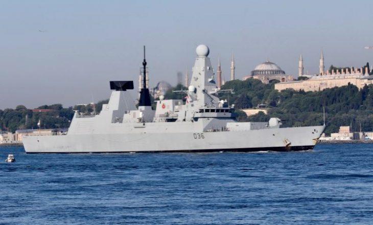 Rusia hedh bomba paralajmëruese ndaj anijes ushtarake britanike