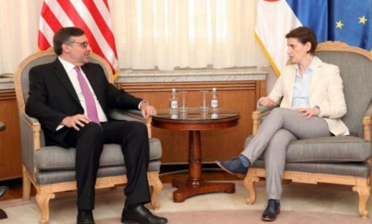 Palmer në Beograd ofron mbështetje për dialogun e Brukselit