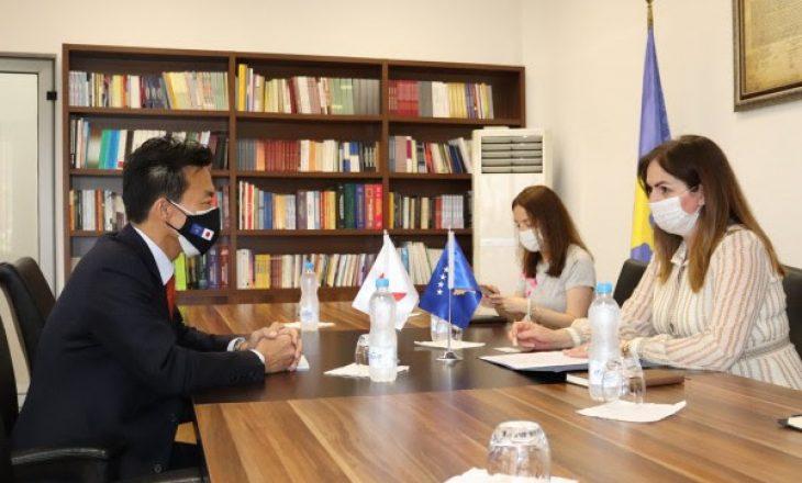 Japonia do ta shqyrtojë mundësinë e rritjes së bursave për studentët kosovarë
