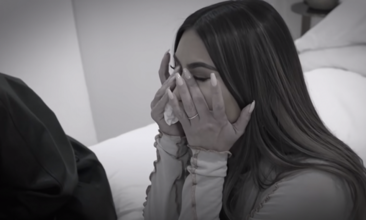 Kim Kardashian mes lotëve flet për divorcin me West