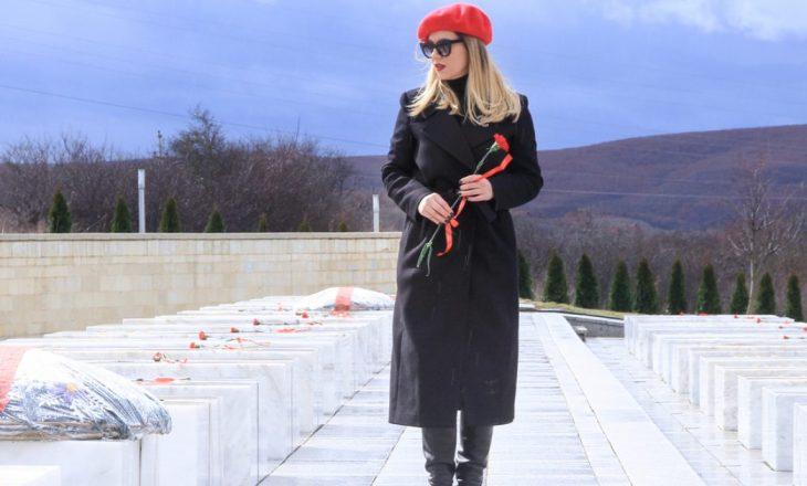 Leonora Jakupi uron Skënderajn për Ditën e Çlirimit