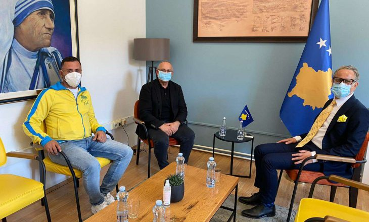 Presidenti i FFK-së, Agim Ademi, u takua me ministrin, Arben Vitia