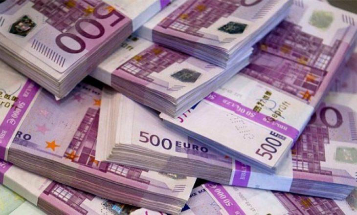 Konfiskohen 100 mijë euro, arrestohen dy persona të dyshuar për falsifikim në Fushë Kosovë