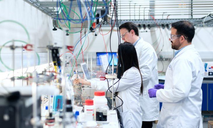 Konfirmohet infektimi i një burri në Kinë me variantin e ri të gripit të shpezëve