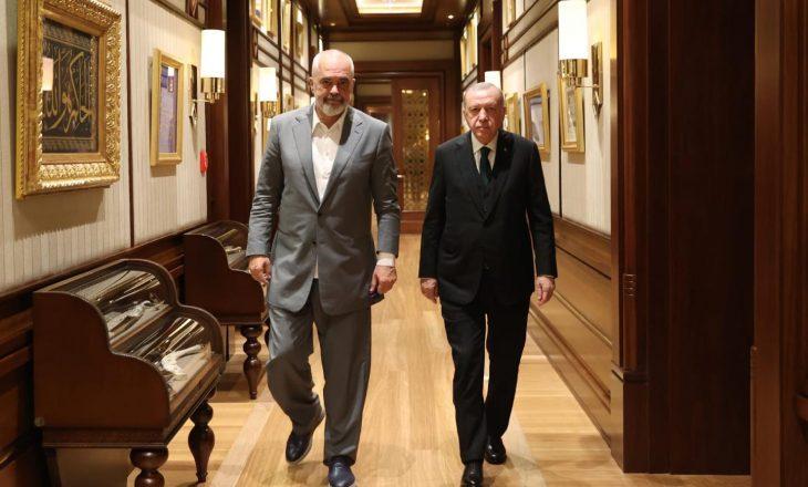 Rama publikon fotografi me Erdoganin