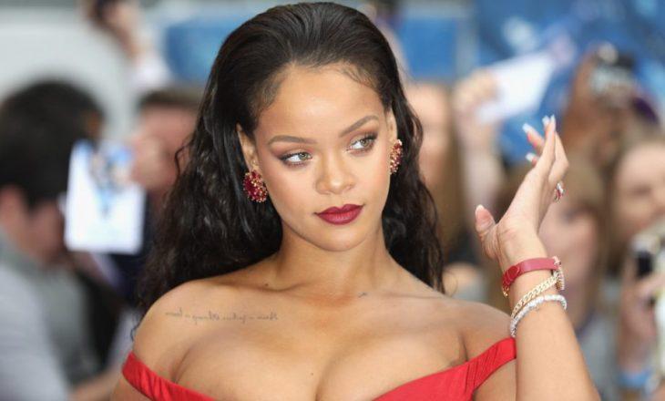 Rihanna konfirmon lidhjen e saj të re me një puthje në publik