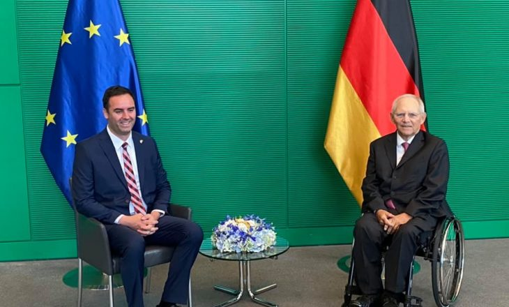 Konjufca me kryeparlamentarin gjerman bisedon për dialogun me Serbinë dhe vizat