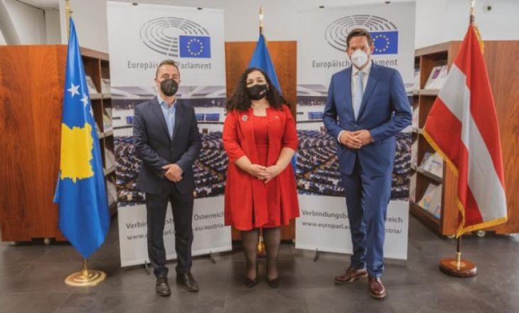 Osmani ligjëratë në Akademinë Diplomatike në Vjenë: Kosova i ka plotësuar kushtet për vizat