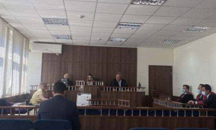Deputetja shkon në seancë të Kuvendit, por dështon seanca gjyqësore kundër saj
