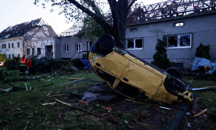 Tre persona të vdekur në Çeki pas goditjes nga Tornado