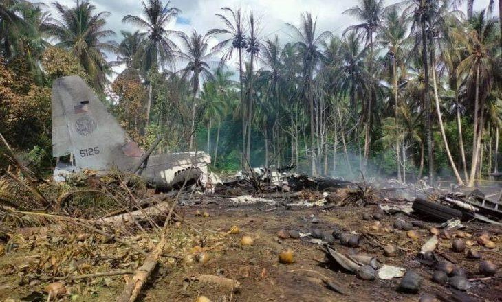 17 të vrarë nga rrëzimi i një avioni në Filipine