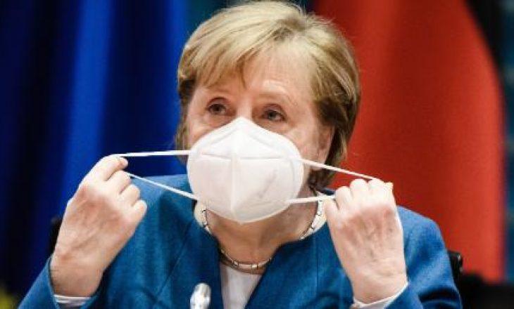Merkel thotë se kufizimet duhet të vazhdojnë derisa të vaksinohen më shumë njerëz