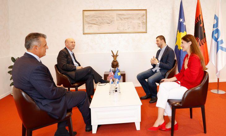 Krasniqi zhvillon takimin e parë në krye të PDK-së me dy veprimtarë  të çështjes kombëtare