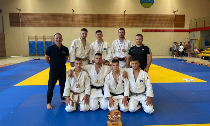 """Kosova fiton shtatë medalje në """"Koroshka Open"""" në Slloveni"""