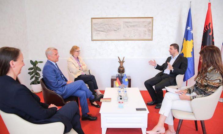 Krasniqi takon diplomatët gjermanë: Kosovës i duhet perspektivë e qartë euroatlantike