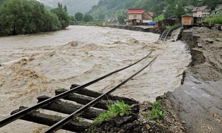 Përmbytjet përfshinë edhe Rumaninë, dy persona të vdekur