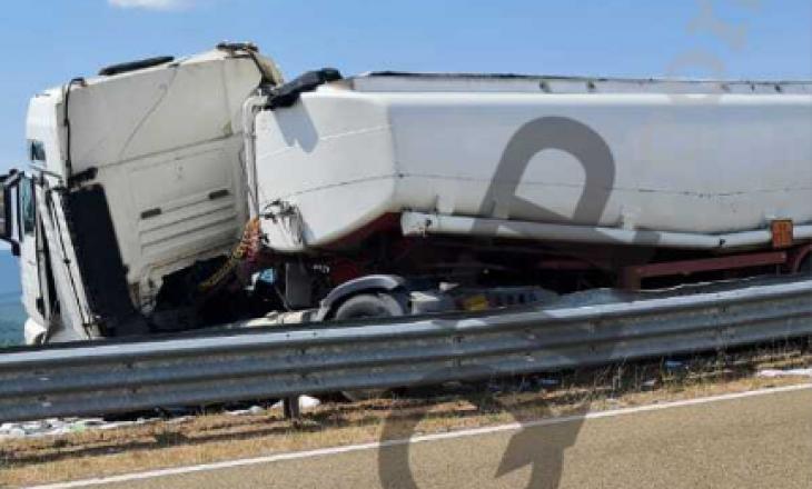"""4 të lënduar në aksidentin midis dy kamionëve dhe një veture në autostradën """"Ibrahim Rugova"""" (Pamje)"""