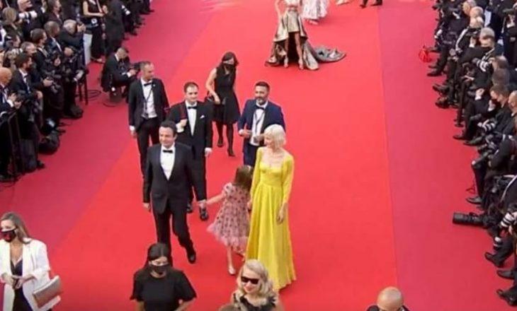 Festivali i Cannes: Kurti me gruan dhe vajzën parakalojnë në tapetin e kuq